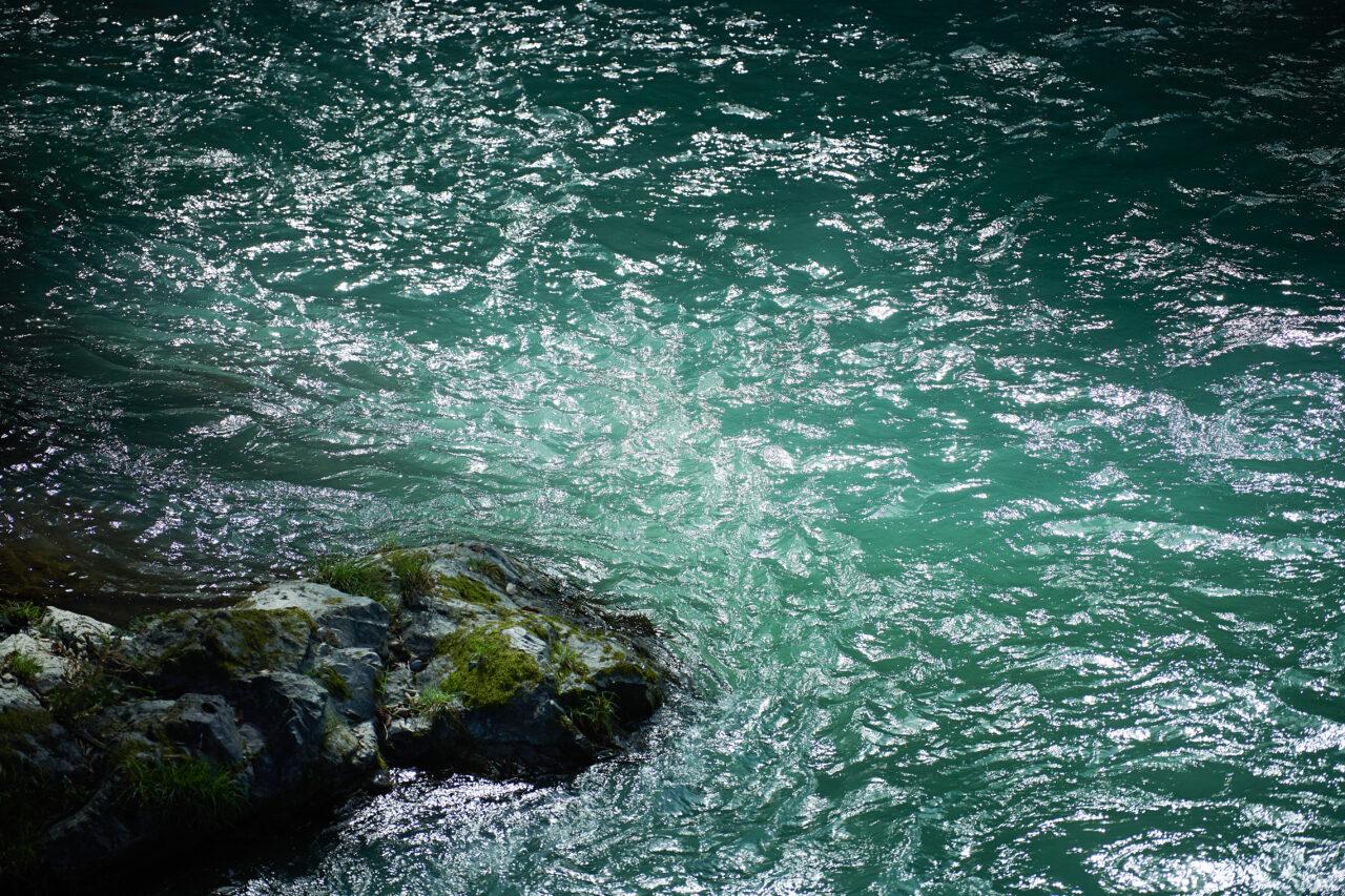 清く澄んだ水、澤乃井園前