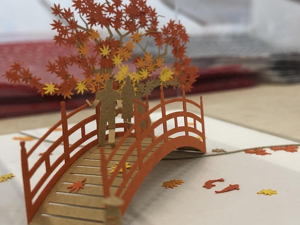 紅葉の紙の模型